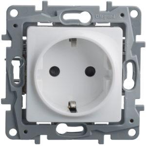 Розетка Legrand Etika белая электрическая с заземлением (винтовые клеммы)